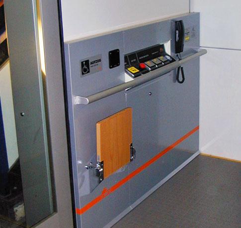 Aufzug mit barrierefreier Ausstattung